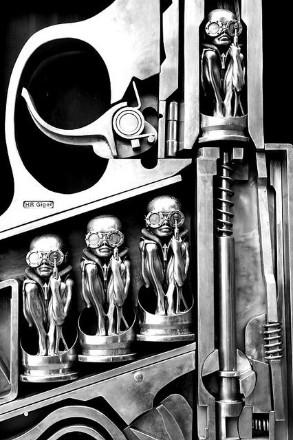 birth machine - escultura - h.r. giger