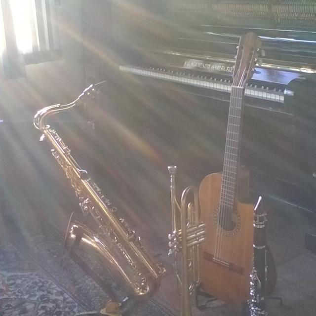 instrumentos na casa do guto